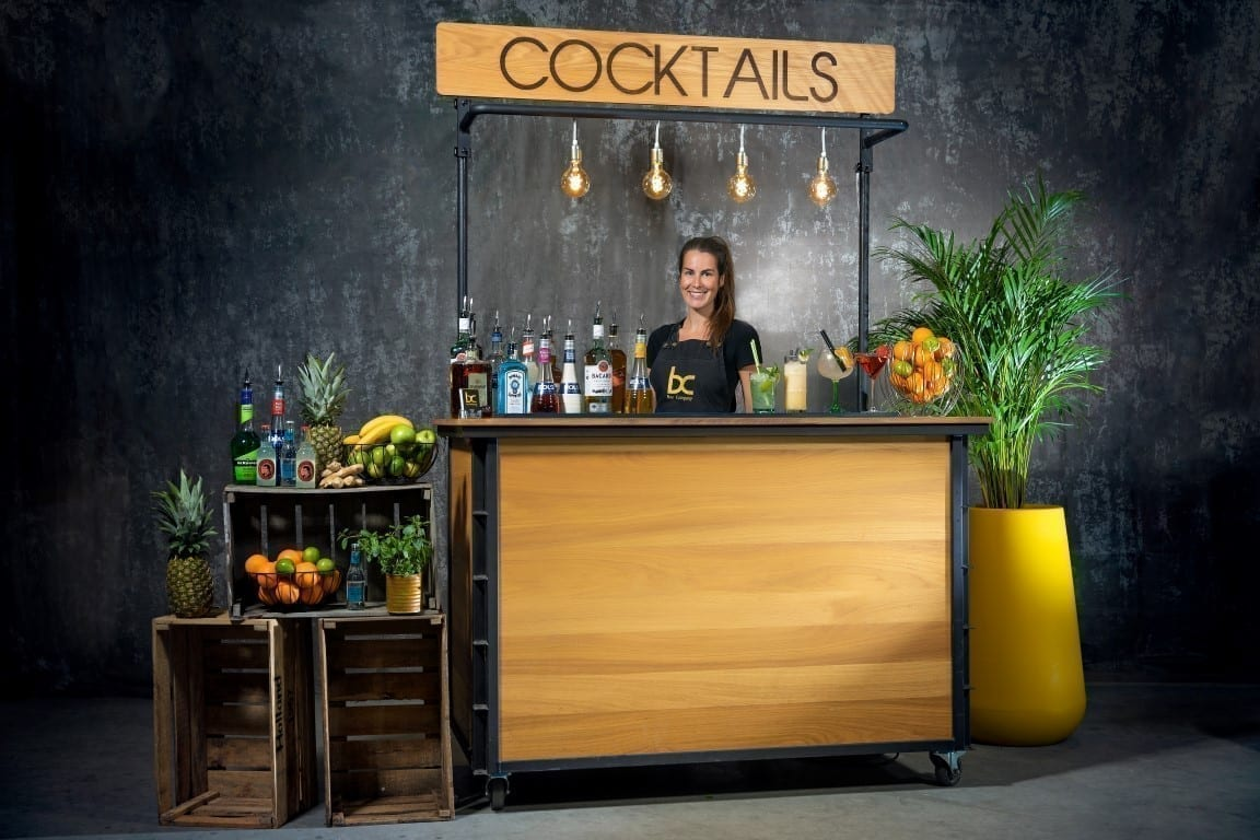 Mobiele cocktailbar huren met cocktailshaker en cocktails - Bar Company
