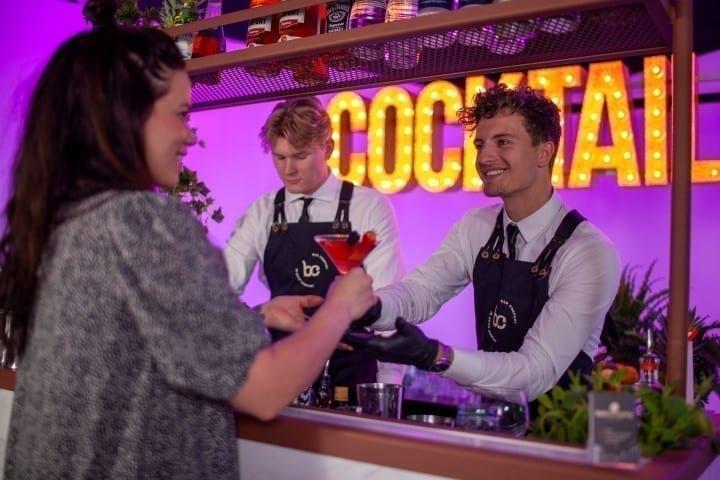 Cocktail catering met cocktailbar en cocktailshaker - Bar Company