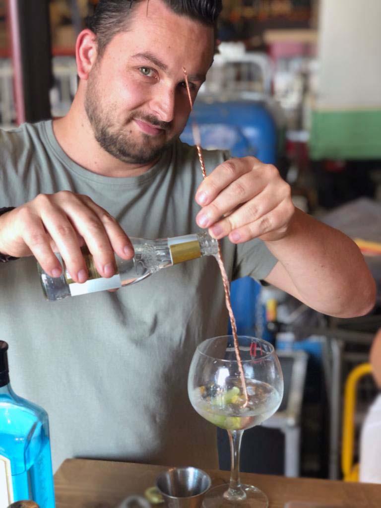 Sam Geusens - Bar Company